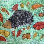 Igel im Herbstlaub