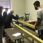 Schüler der Praxisklasse sorgen für neue Sitzbänke im Pausenhof-Süd